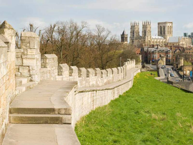 York_City_Walls_and_Minster