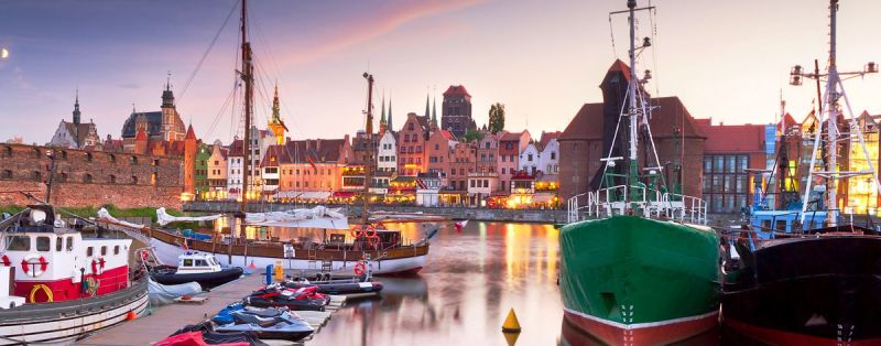 _0005_harbor-at-motlawa-river-with-old-town-of-gdansk-in-poland