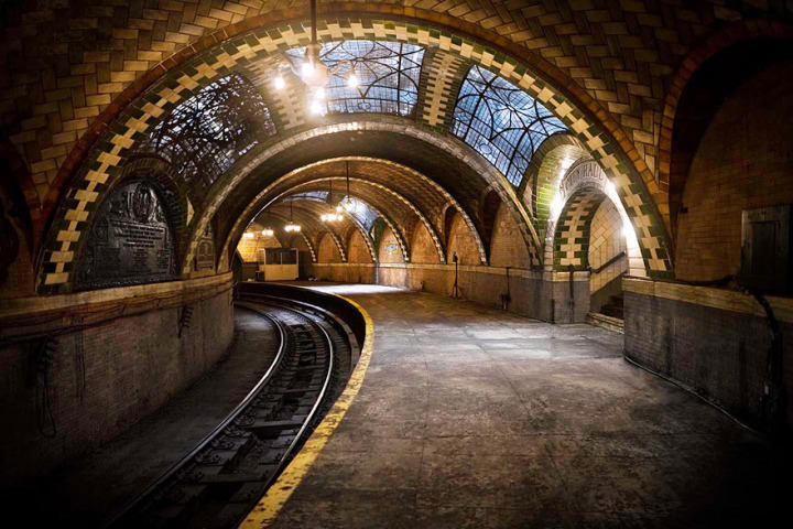 28.-The-Abandoned-City-Hall-Subway-Stop-in-New-York-U.S.A.-720x480.jpg
