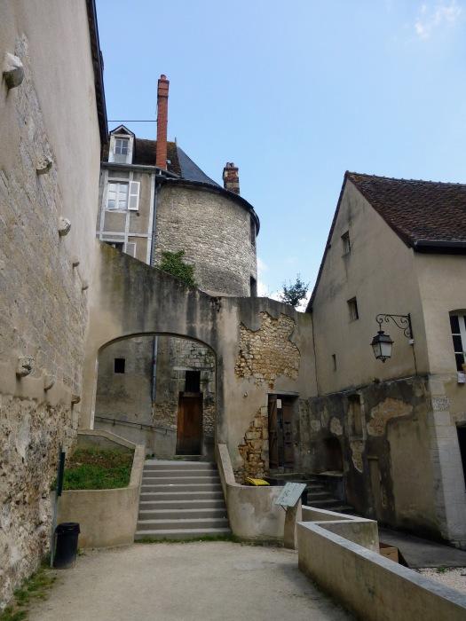 Bourges-Promenade_des_Remparts_(6)