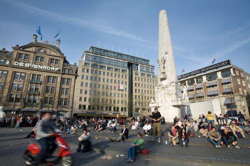 Amsterdam_-_Dam_Square_-_1265.jpg
