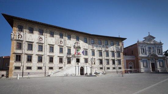 palazzo-della-carovana.jpg