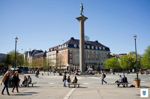 Torget i Trondheim en vakker dag i mai
