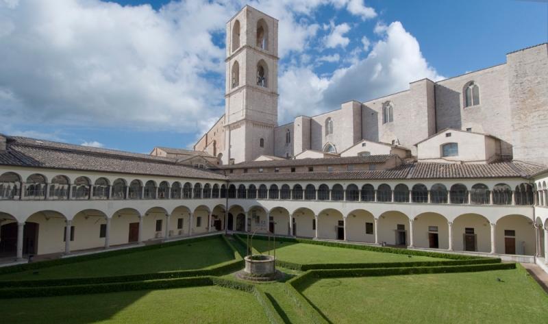 Perugia,_Museo_Archeologico_Nazionale_dell'Umbria,_chiostro_del_convento_di_San_Domenico.jpg