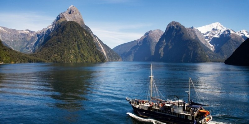 Milford_Sound_Nature_Cruise_4.jpg