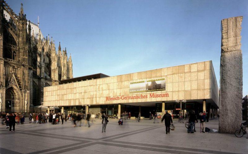 Das-Roemisch-Germanische-Museum-vom-Roncalliplatz-aus-1030x642.jpg